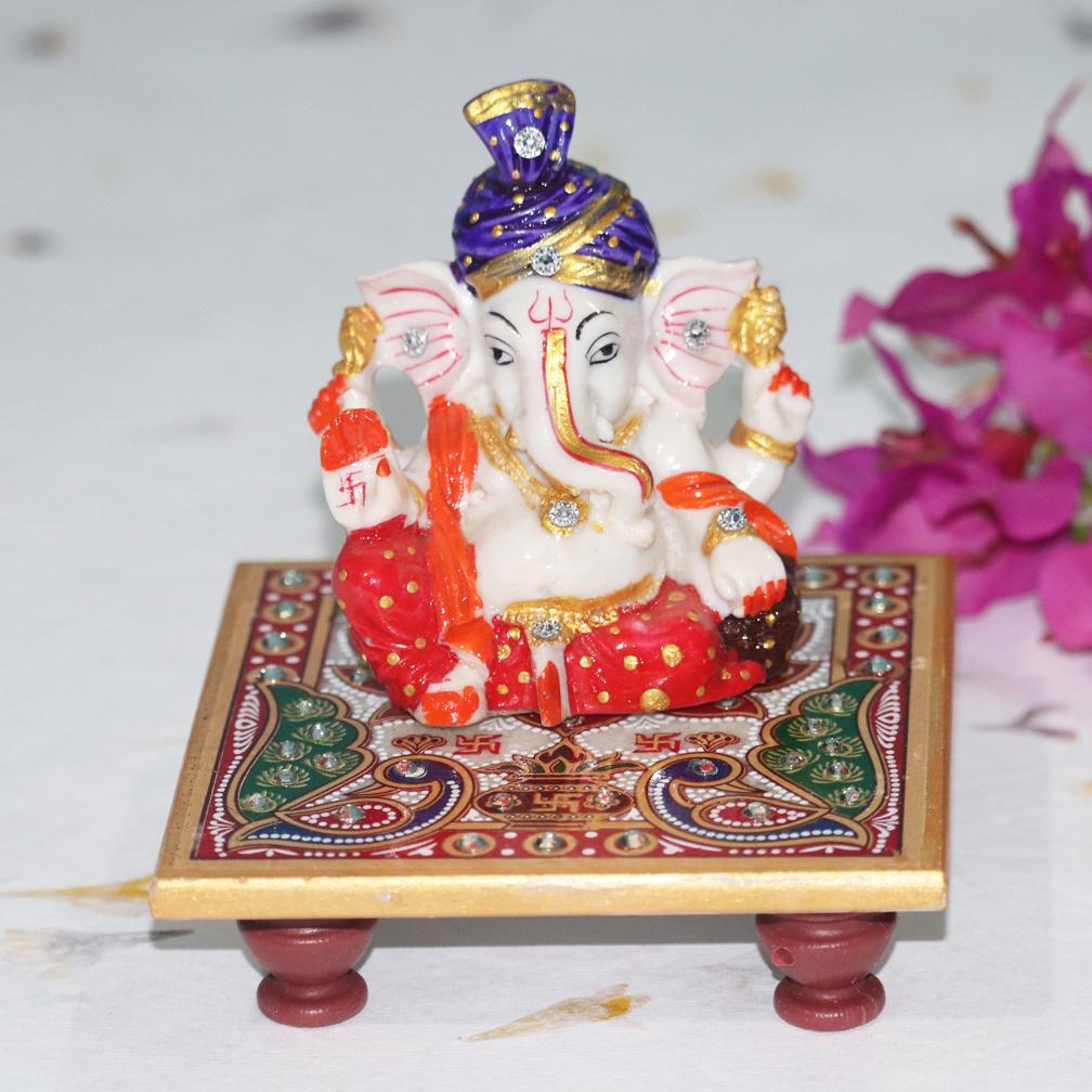 Pagdi Marble Ganesha with Chowki